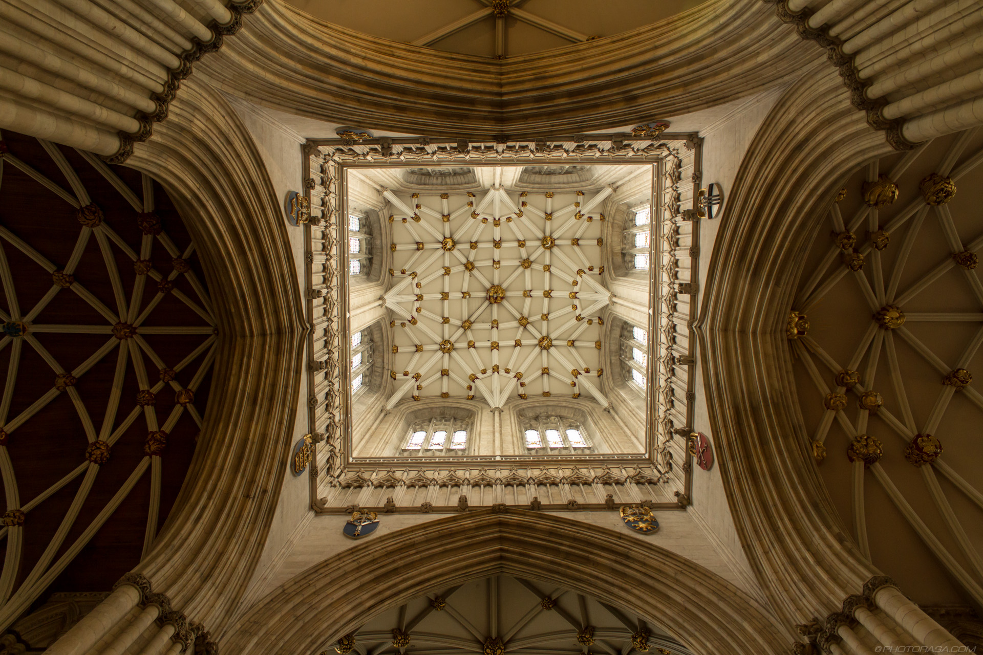 https://photorasa.com/yorkminster-cathedral/central-tower-from-below/