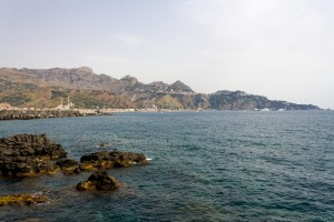 giardini naxos coast and hills