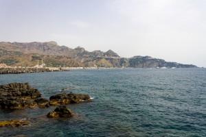giardini naxos coast and hills