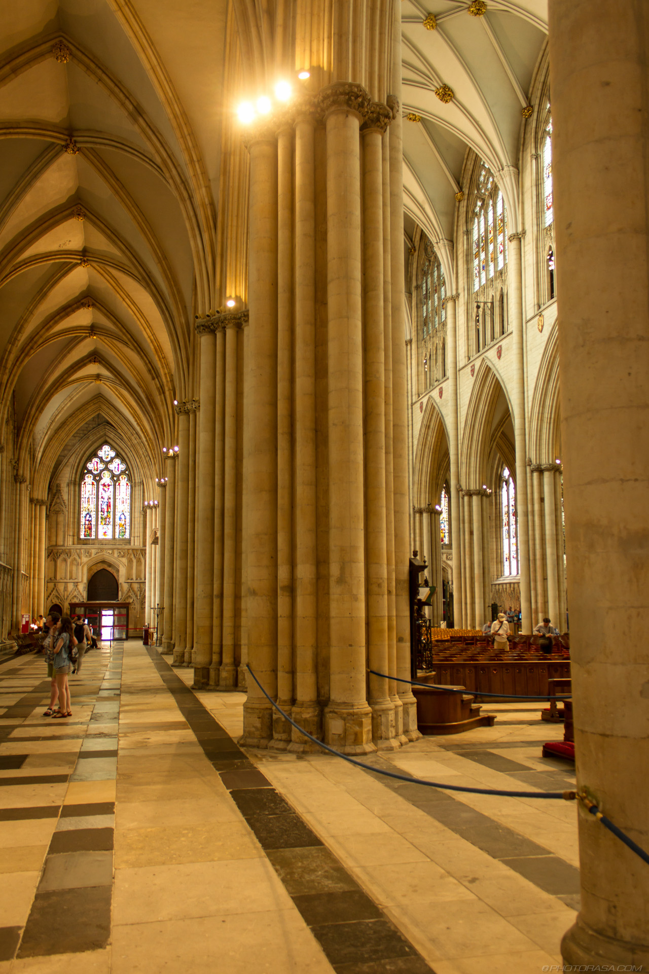 http://photorasa.com/yorkminster-cathedral/great-pillars-of-the-earth/
