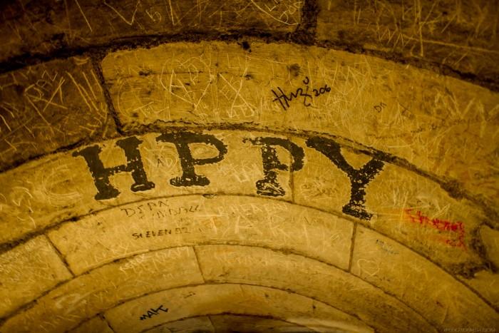hppy big letter graffiti