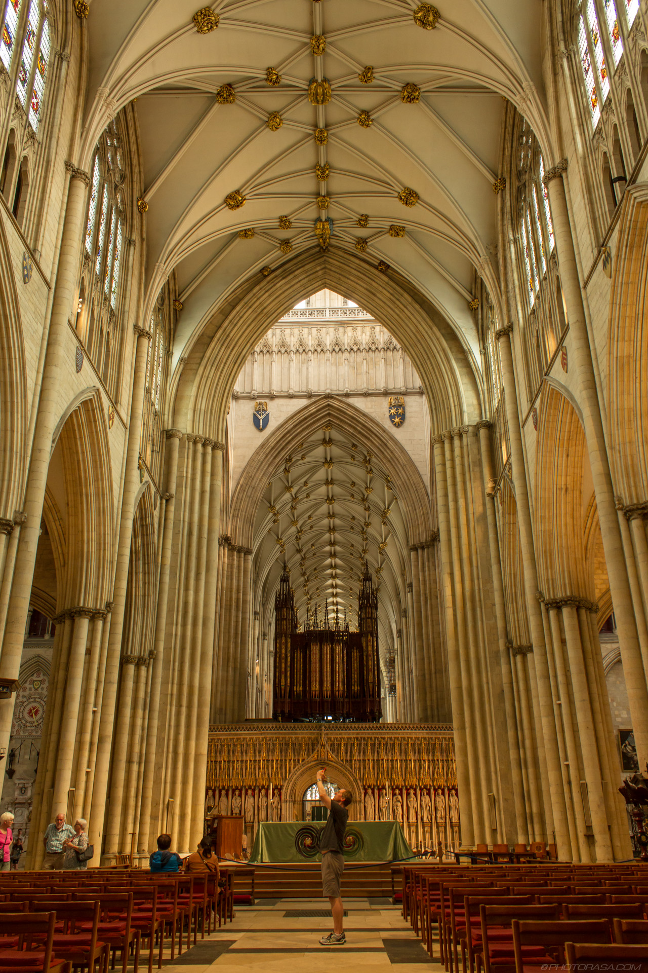 http://photorasa.com/yorkminster-cathedral/in-the-nave-looking-towards-the-choir/