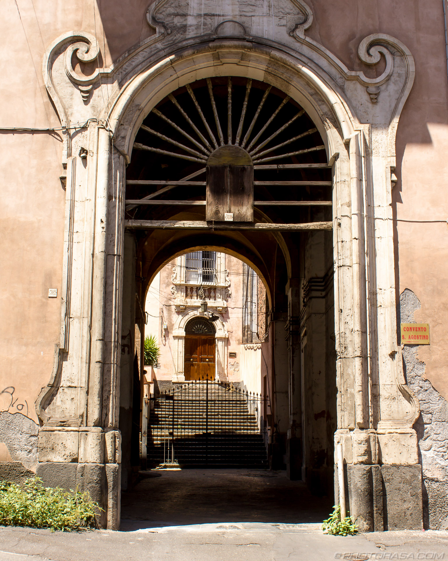 http://photorasa.com/catania/islamic-entrance-in-catania/