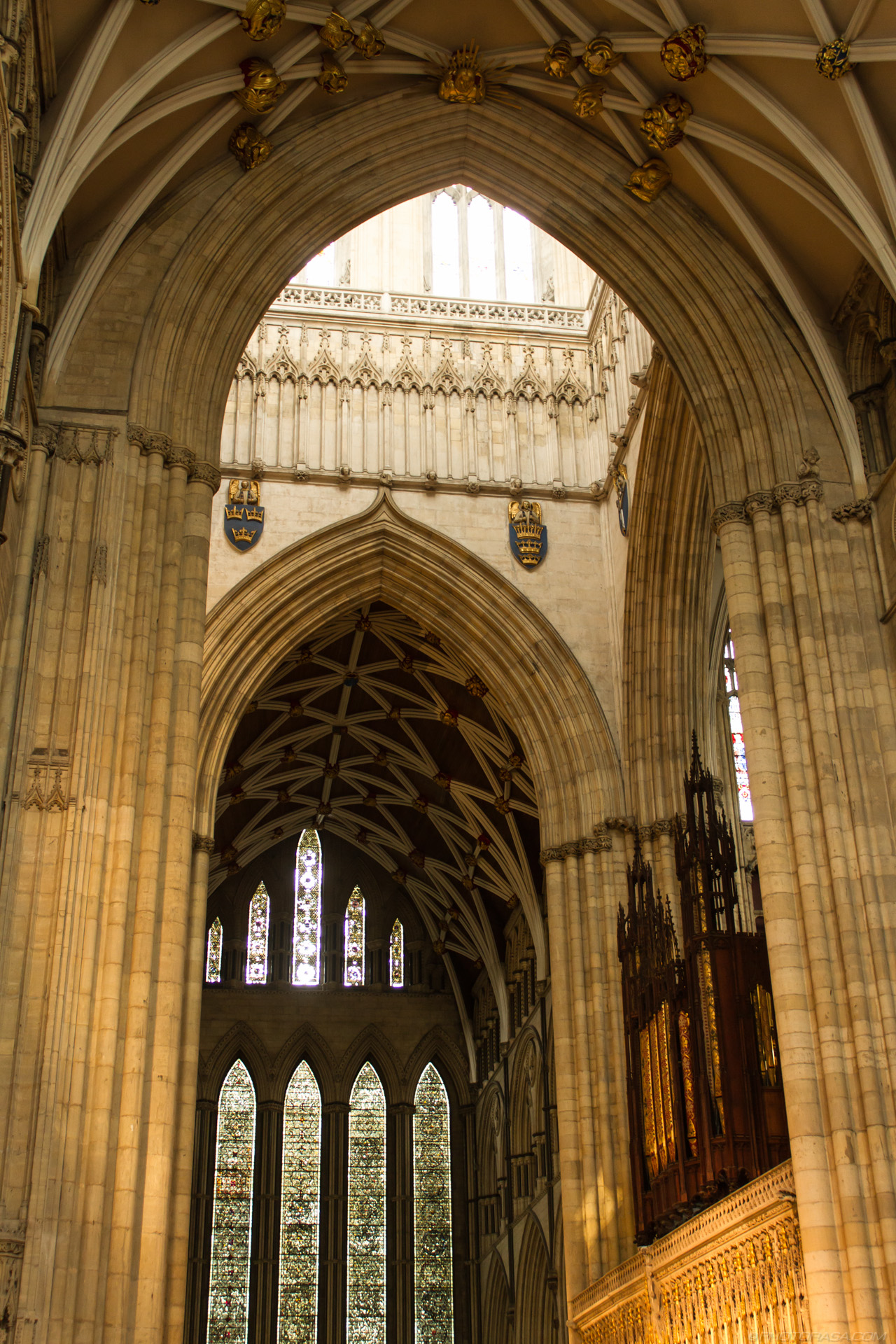 http://photorasa.com/yorkminster-cathedral/light-coming-down-from-central-tower/
