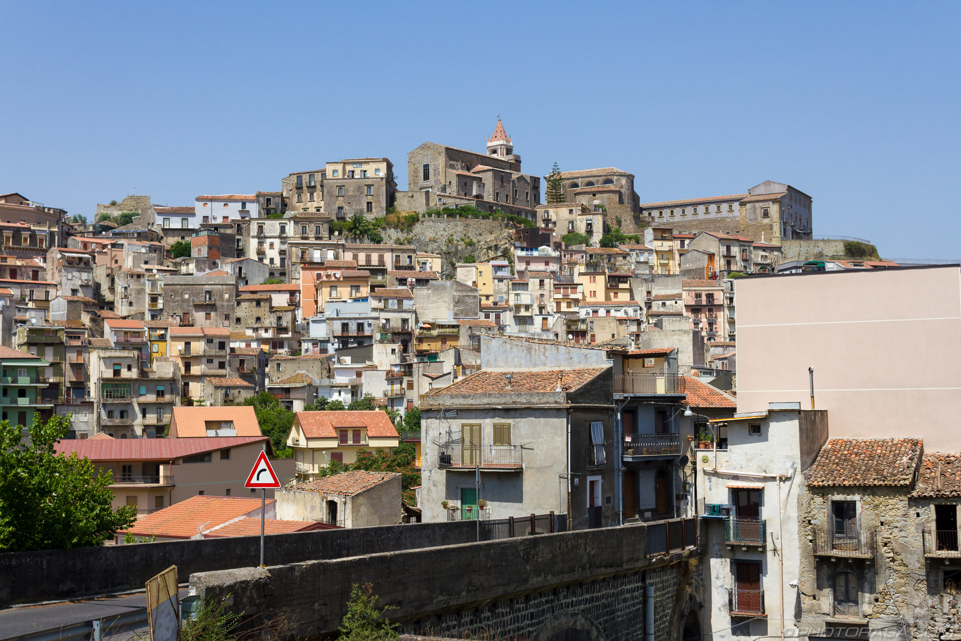 http://photorasa.com/sicilian-village-on-a-hill/