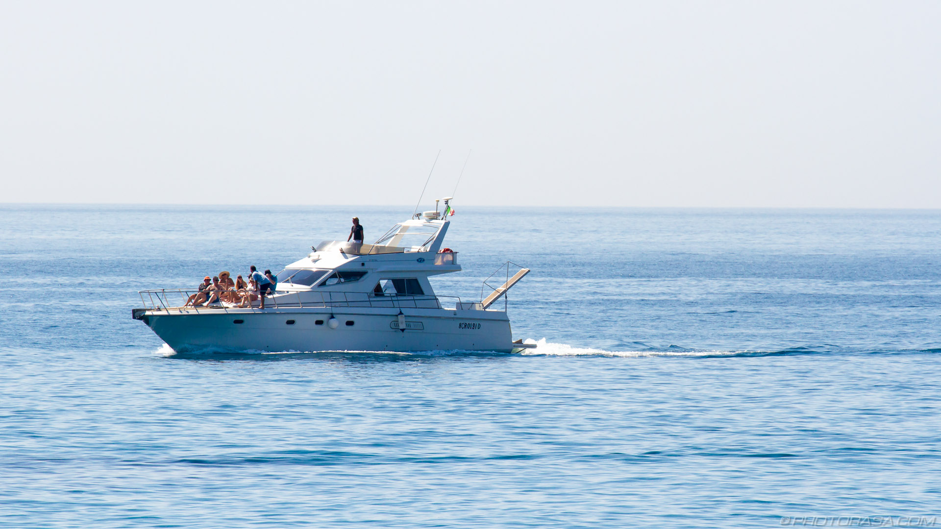 http://photorasa.com/giardini-naxos/speeding-yacht-full-of-people/