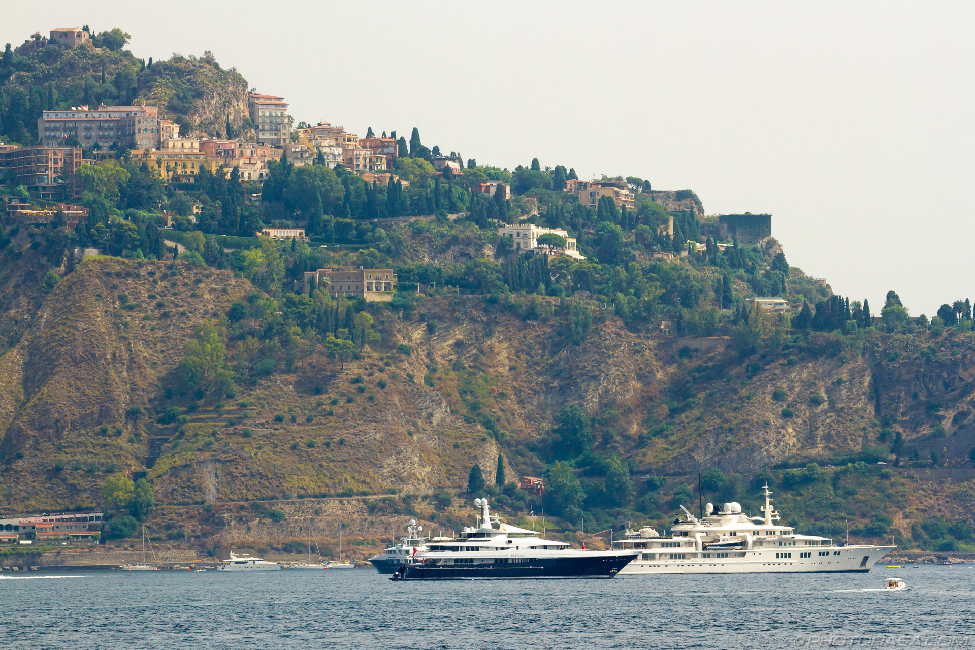 https://photorasa.com/taormina/super-yachts-near-taormina/