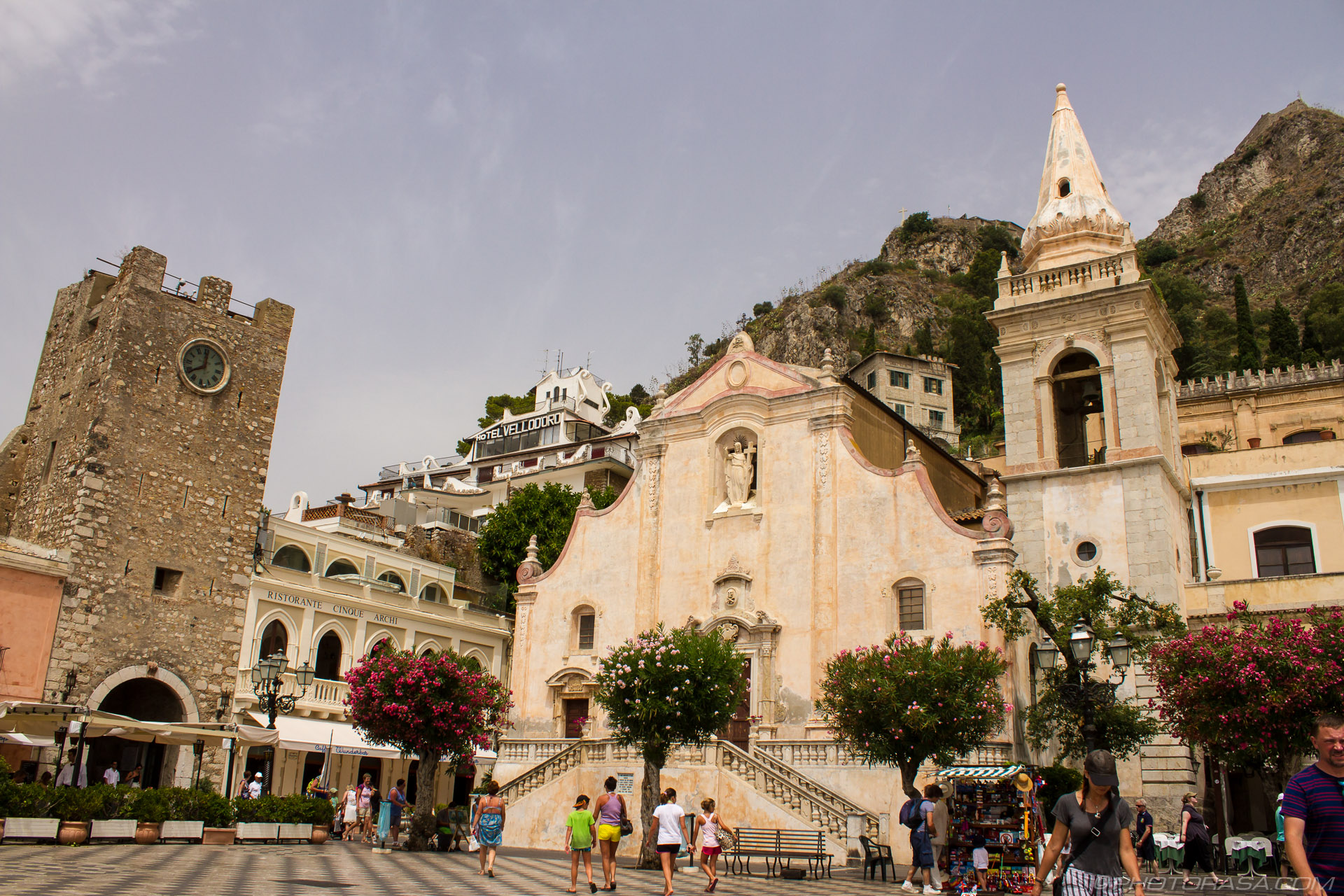 http://photorasa.com/taormina/taormina-town-church/