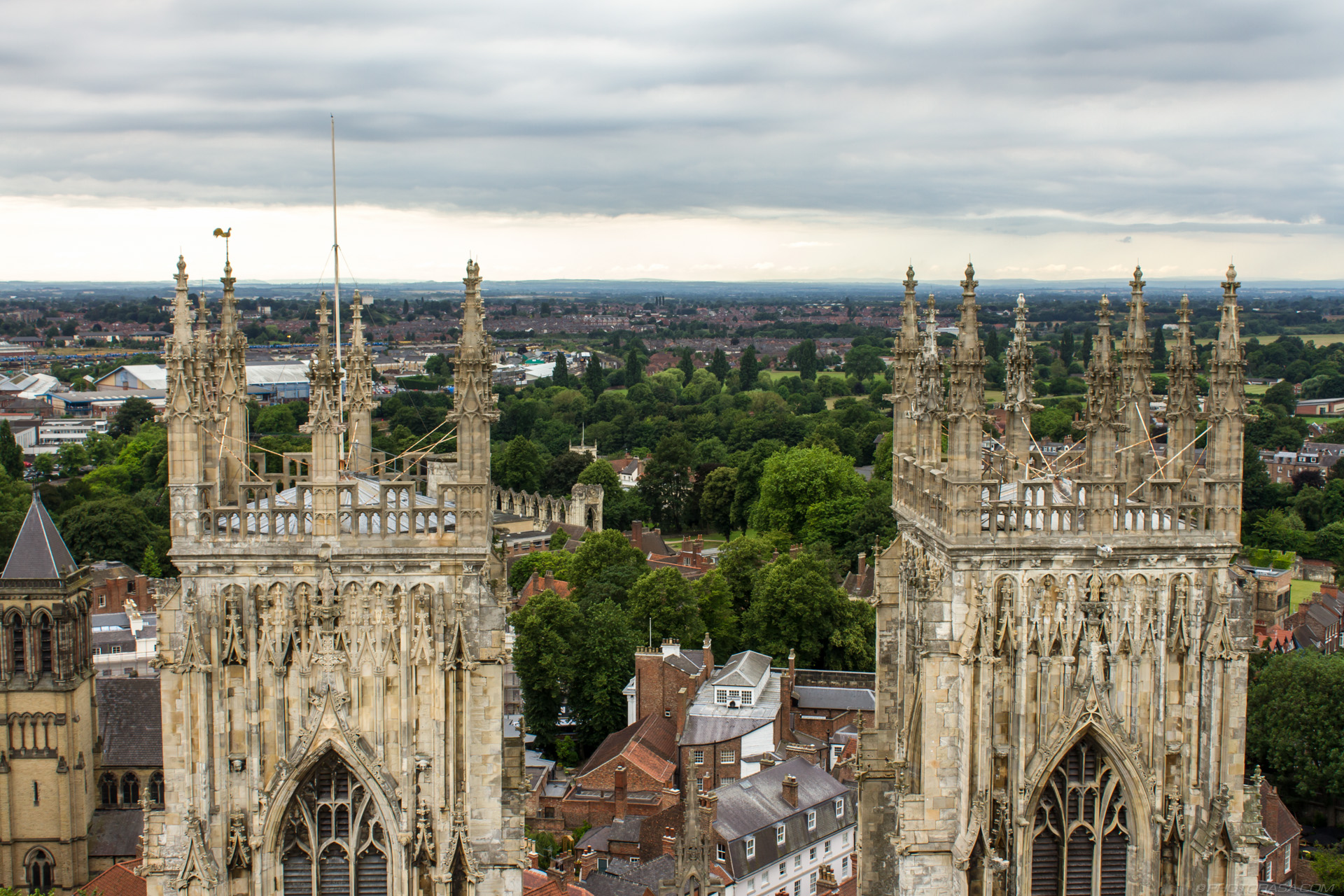 https://photorasa.com/yorkminster-cathedral/two-towers/