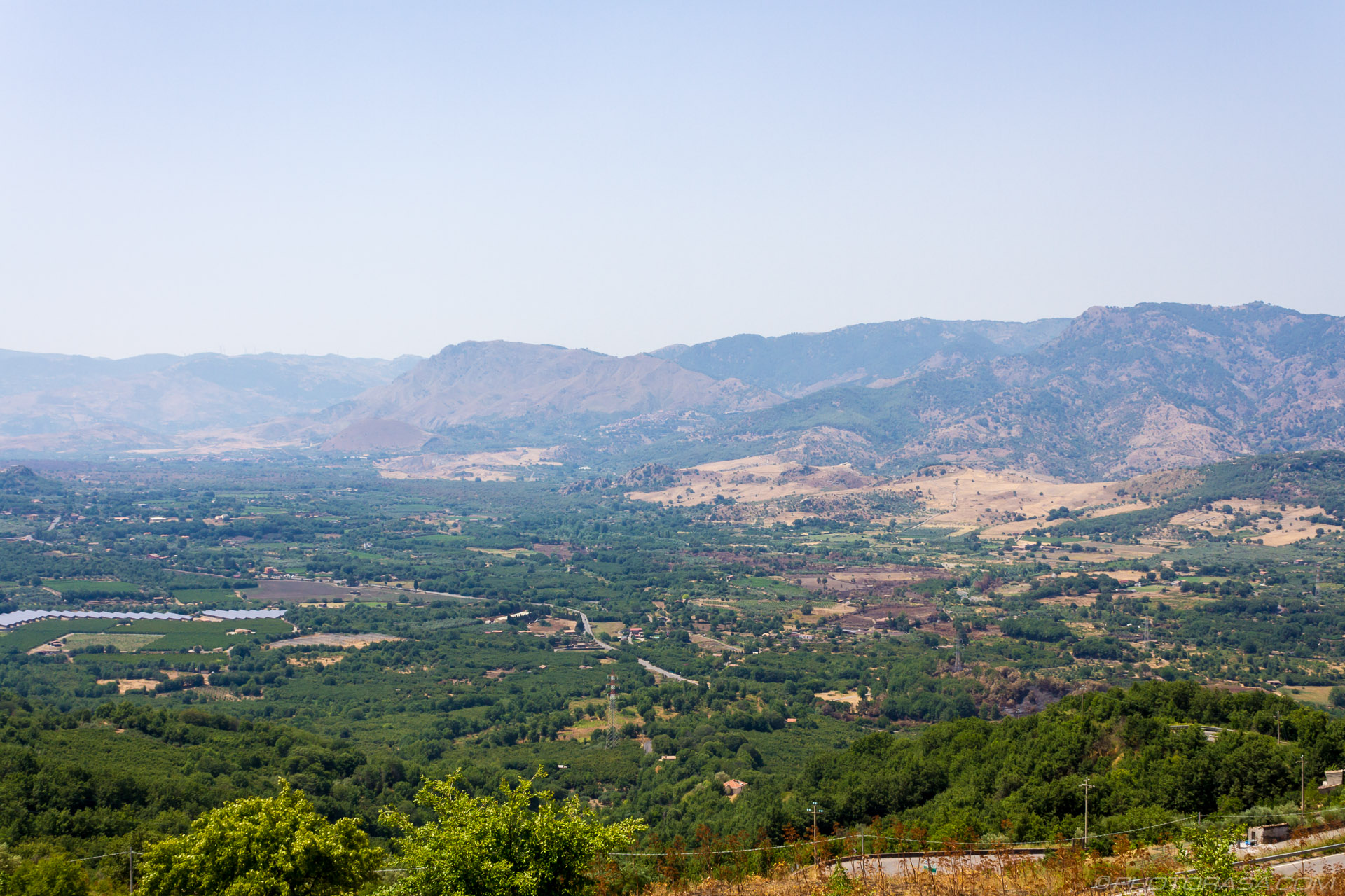 http://photorasa.com/sicilian-landscapes/view-of-east-sicily-from-castiglione-di-sicilia/