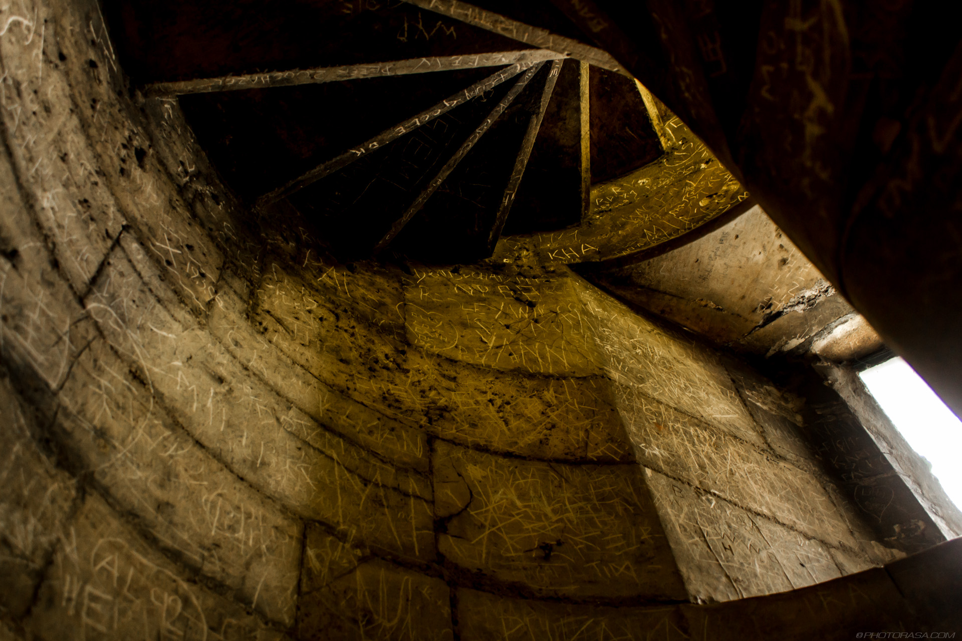 http://photorasa.com/yorkminster-cathedral/walls-of-graffiti-on-spiral-stone-steps/