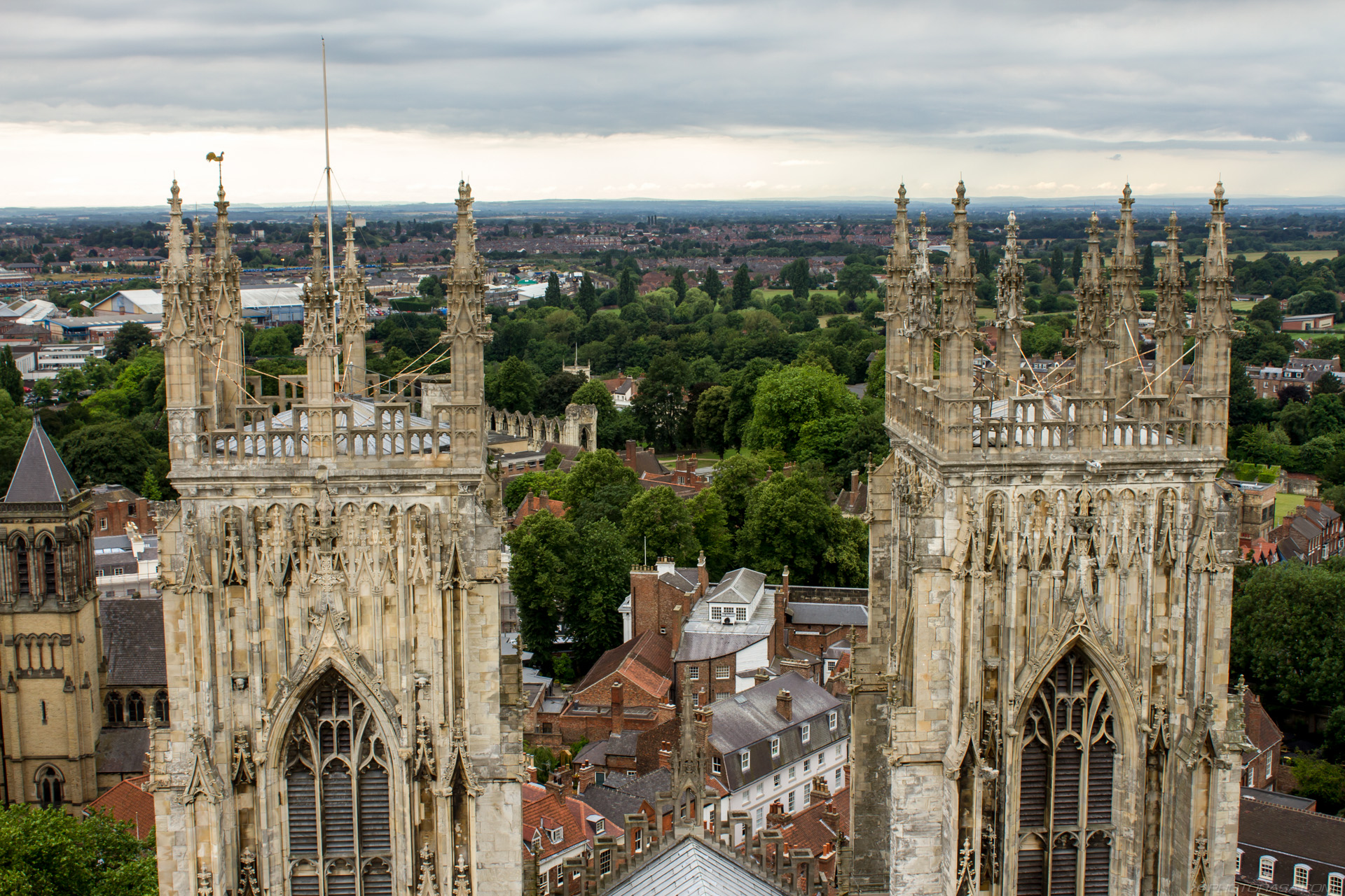http://photorasa.com/yorkminster-cathedral/york-twin-towers/